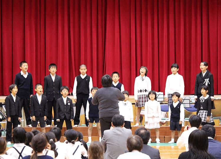 知夫小中学校音楽会の様子
